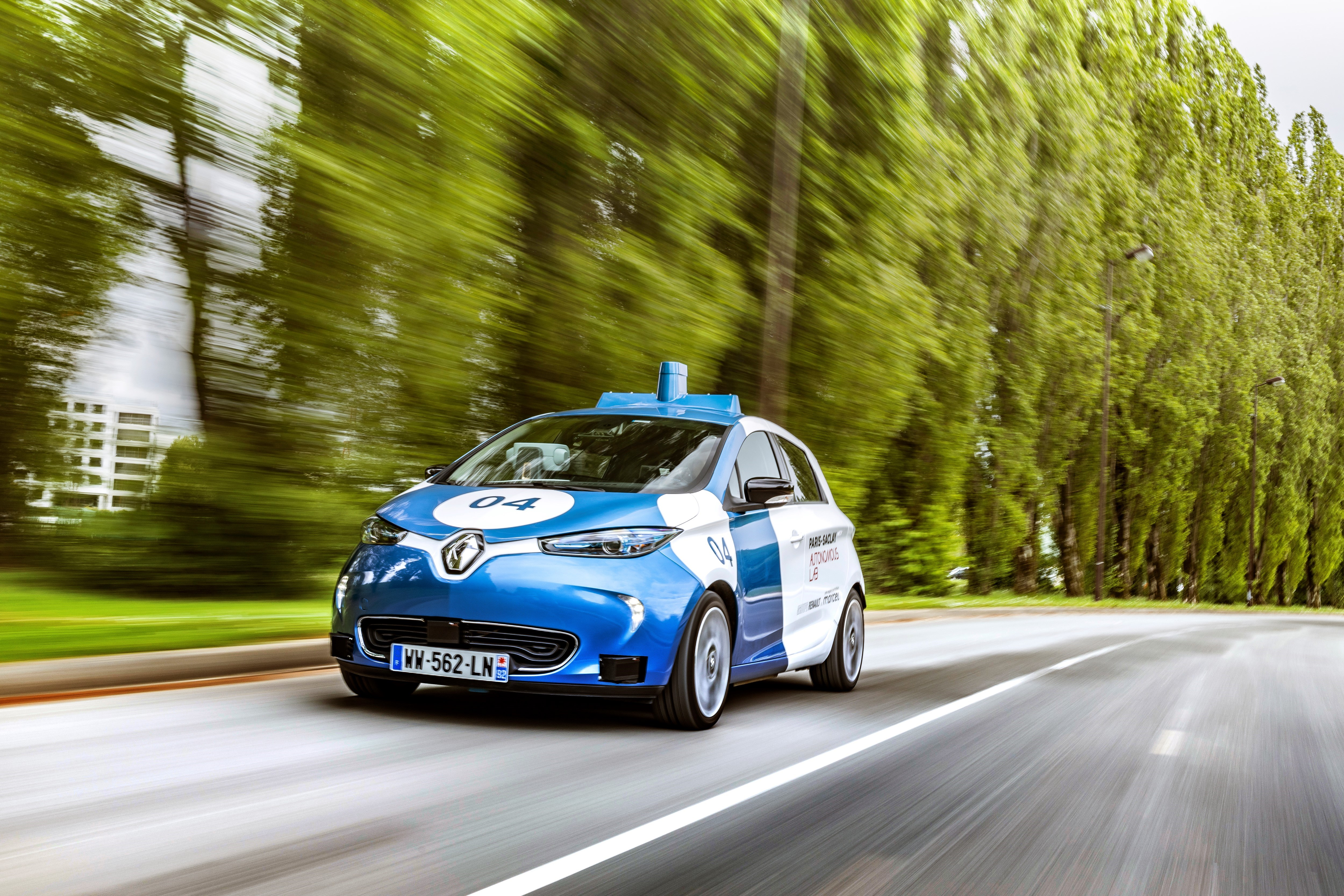 Renault Zoe Test >> Renault To Test Zoe Robotaxis At Paris Saclay Campus